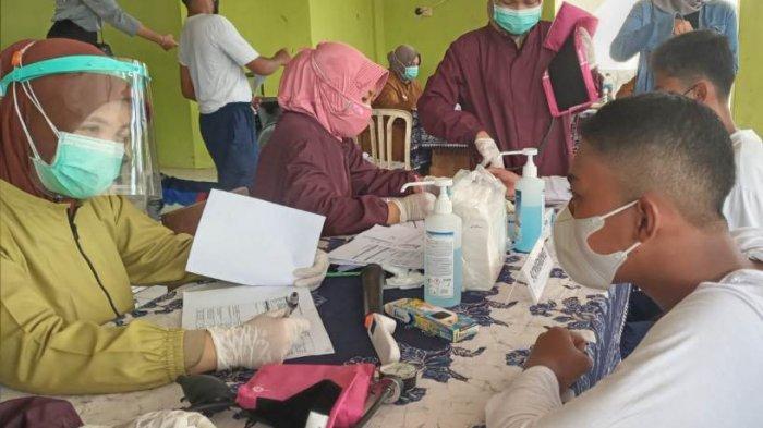 72 Calon Paskibraka Kabupaten Batang menjalani vaksinasi dosis pertama sebelum bertugas mengibarkan Sang Saka Merah Putih pada peringatan HUT ke-76 RI.