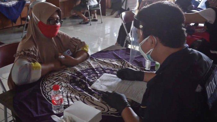 'Kami Yakin Selesai dalam Waktu Seminggu', Pedagang di Batang Antusias Ikut Vaksinasi