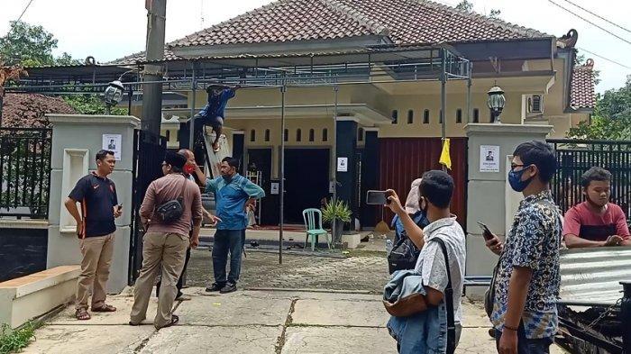 Tenda Terpasang Karangan Bunga Berdatangan, Wakil Ketua DPRD Kabupaten Pekalongan Meninggal