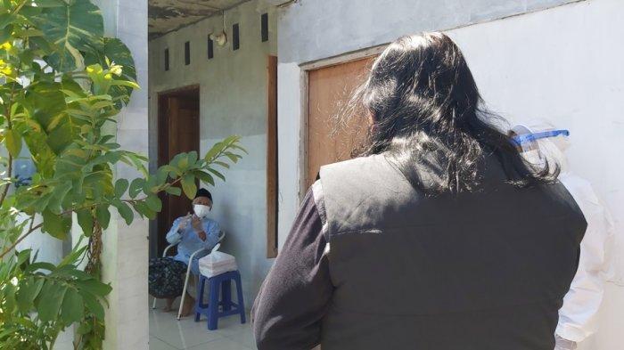 Wali Kota Dedy Yon Langsung Antar Sendiri Makanan Bergizi, Pastikan Lansia Isoman di Tegal Sehat