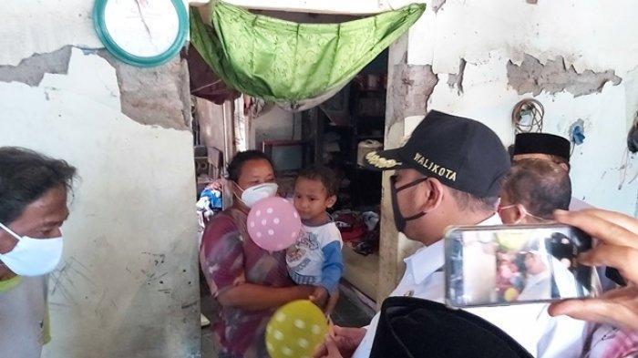 Dedy Yon Bantu Perbaikan Rumah Keluarga Balita yang Suka Makan Tanah di Kota Tegal
