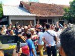 aksi-warga-mendatangi-kantor-desa-kalitorong-kecamatan-randudongkal-pemalang.jpg