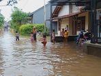 banjir-merendam-pemukiman-warga-di-desa-watesalit-kecamatan-batang.jpg