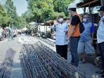 bupati-tegal-umi-azizah-saat-sedang-meninjau-pelaksanaan-proyek-perbaikan-jalan-konstruksi-beton.jpg