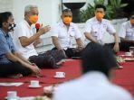 gubernur-jateng-ganjar-pranowo-kedua-kiri-tengah-berdiskusi.jpg
