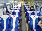 ilustrasi-penumpang-di-dalam-gerbong-kereta-api.jpg