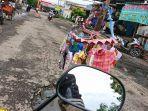 jalan-berlubang-di-jalan-cisadane-kelurahan-kebondalem-kecamatan-pe.jpg