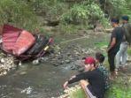 kecelakaan-truk-kopi-susu-sungai-glagah.jpg