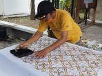 perajin-batik-tegalan-khas-tegal.jpg