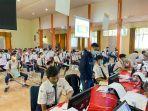 ppdb-di-smkn-2-slawi-kabupaten-tegal-selasa-2262021-siswa-terlihat-sedang-menunggu.jpg