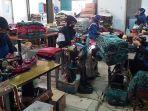 proses-produksi-sarung-alat-tenun-bukan-mesin-atbm-di-kota-tegal-sabtu-1332021.jpg