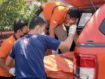 relawan-bpbd-dan-inafis-evakuasi-jenazah-evakuasi-mayat.jpg