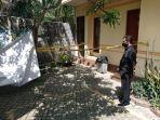 seorang-karyawan-hotel-menunjukkan-lokasi-pembunuhan-pada-kamar-j-1.jpg