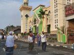 suasana-seusai-salat-idulfitri-di-masjid-agung-kota-tegal-kamis-1352021.jpg