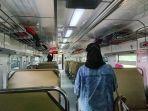 tempat-duduk-di-dalam-gerbong-kereta-kamandaka-tujuan-purwokerto-nampak-tak-terisi.jpg