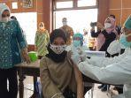 vaksinasi-massal-kejari-kajen-kabupaten-pekalongan-fadia-arafiq.jpg