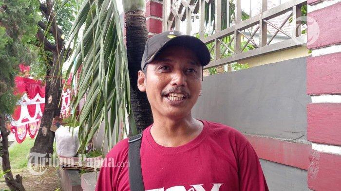 Jauh-Jauh dari Bandung, Ini Alasan Arry Jualan Bendera di Papua
