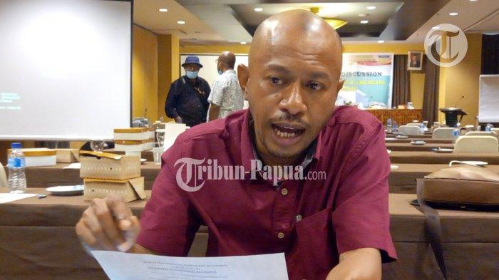 Ketua Imawar Habelino Sawaki Menilai Ada Indikasi Penyalahgunaan Jabatan di Waropen