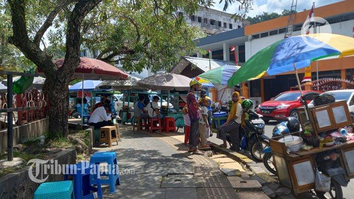 Trotoar di Taman Imbi Jadi Tempat Pedagang Kali Lima