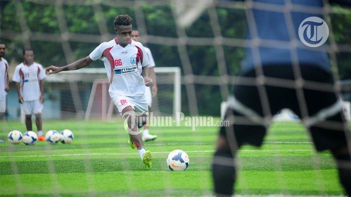 Ini Nilai Kontrak Boaz Solossa Kalau Dikontrak Borneo FC