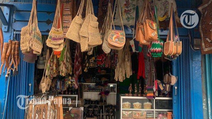 Sambut PON XX Papua, Toko Souvenir Jayapura Siapkan Noken dan Mahkota Bulu Ayam