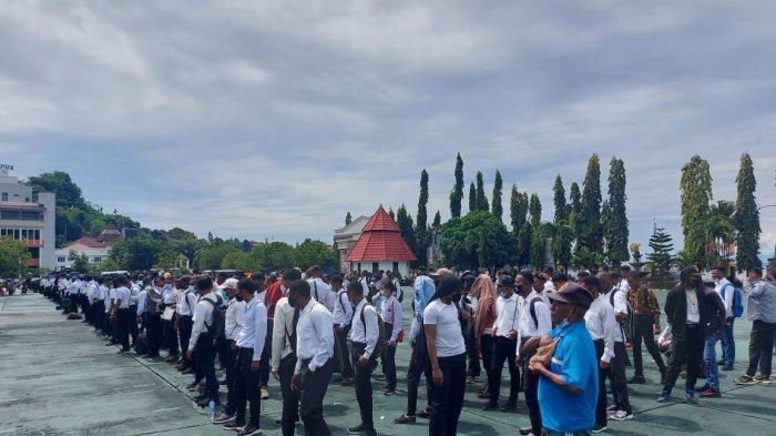 Gas Air Mata Bubarkan Aksi Anarkis Ratusan Calon Siswa Bintara Polisi di Papua