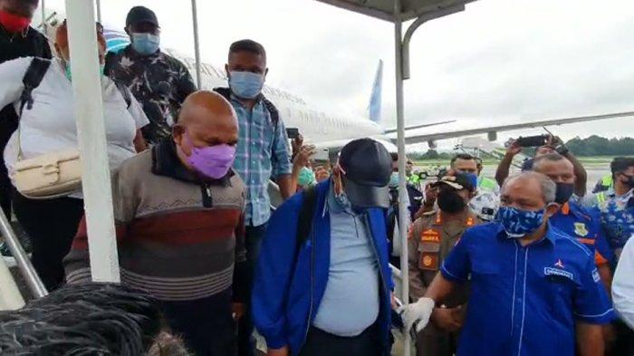 5 Berita Populer: Penjemputan Gubernur Papua hingga Video Nia Ramadhani Jadi Host TikTok Awards