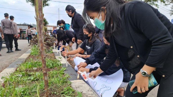 Ungkapan Duka, Ratusan Nakes Bakar 1000 Lilin di Oksibil Pascapenyerangan KKB