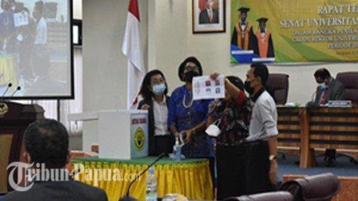 Apolo Safanpo Kembali Terpilih Menjadi Rektor Uncen hingga 2025