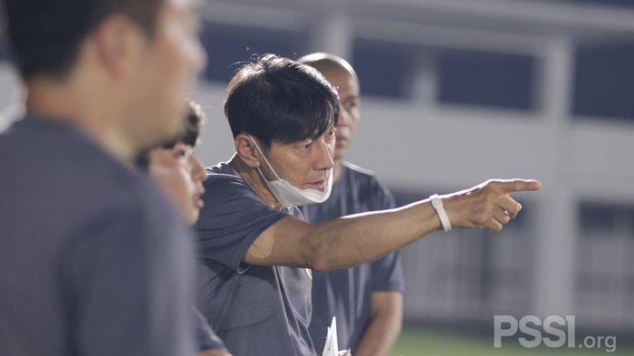 Usai Ditinggal Tiga Asisten, Shin Tae-yong Cari Pengganti di Korea Selatan