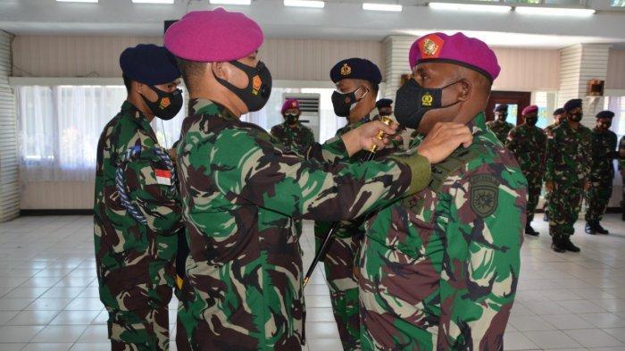 SERTIJAB - Komandan Lantamal X Jayapura Kolonel Marinir Feryanto Pardamean Marpaung memberikan tugas baru kepada Letkol Marinir Karlos R Deda  Menjadi Komandan Lanal Biak pada Senin (12/7/2021).