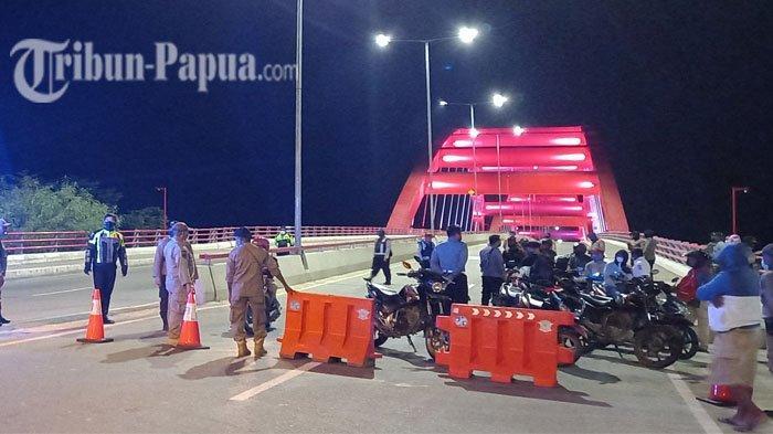 Warga Jayapura Dukung Penyekatan di Jembatan Youtefa