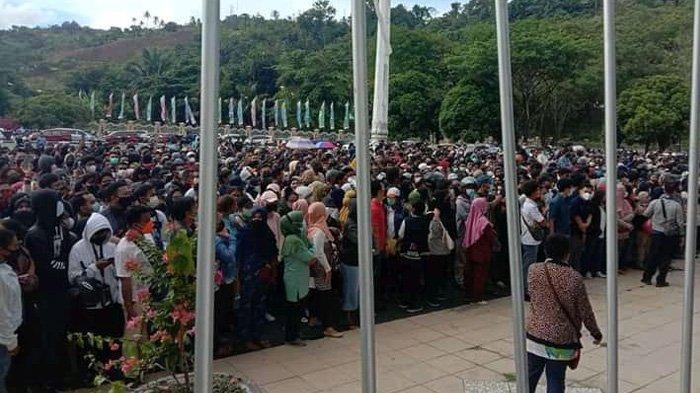 H-1 Closing PON XX, Warga Kota Jayapura Masih Padati Kantor Otonom Kotaraja