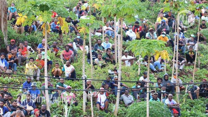 FOTO: Penonton Membludak Saat Final Sepakbola PON Papua versus Aceh
