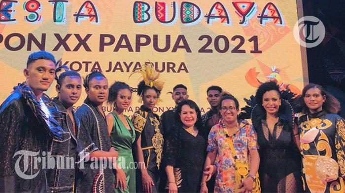 Busana dr Rosaline Rumaseuw Ramaikan Pesta Budaya PON XX Papua 2021