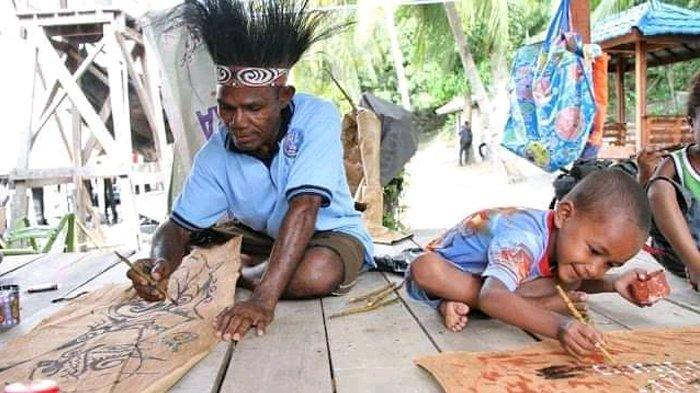 Momen PON XX 2021 Diharapkan Mampu Angkat Citra Lukisan Kulit Kayu Asal Asei Pulau Sentani Timur