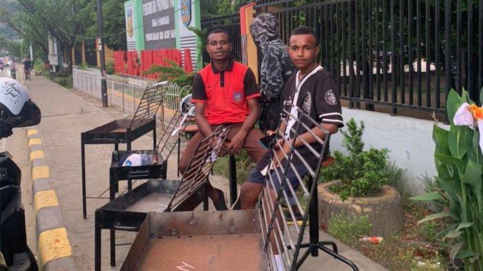 Kreatif, Siswa SMKN 3 Jayapura Jual Hasil Karya di Depan Sekolah