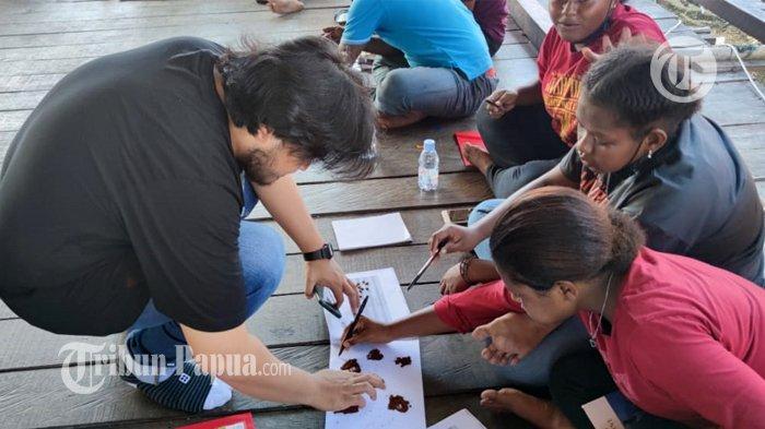 Suasana pelatihan barista di Kampung Yoboi, Kabupaten Jayapura, Papua.