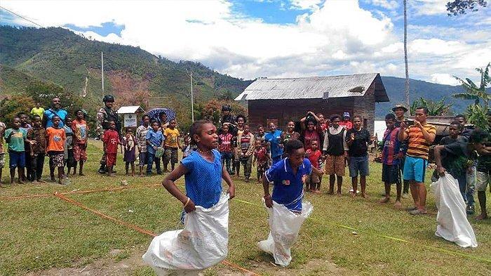 Lomba Makan Kerupuk hingga Balap Karung Meriahkan Peringatan Hari Kemerdekaan Indonesia di Papua