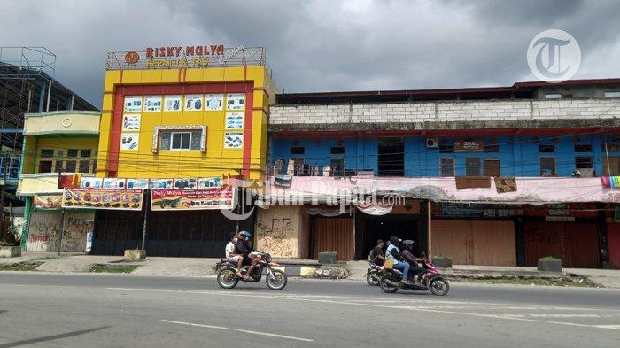 Aktivitas lalulintas di Lingkaran Abepura, Jalan Raya Abepura, Distrik Abepura, Kota Jayapura.