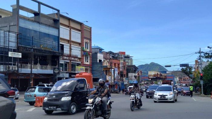 Ruas Jalan Raya Abepura Kota Jayapura Dipadati Kendaraan Usai Idul Adha