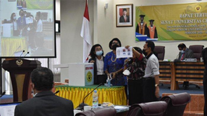 Apolo Safanpo Raih Suara Terbanyak, Jabatan Rektor Uncen Tinggal Selangkah