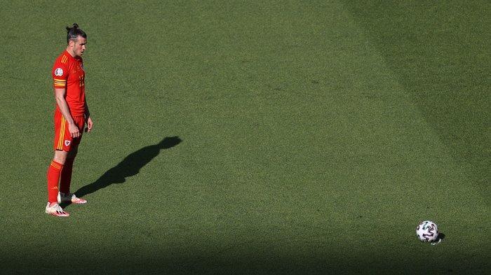 TIMNAS WALES - Gareth Bale kapten timnas Wales saat mengambil tendangan bola mati.