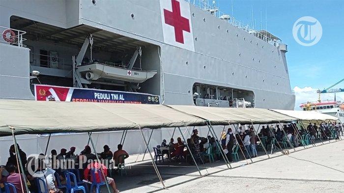 KRI dr Soeharso Gelar Serbuan Vaksin Maritim di Dermaga Sorong