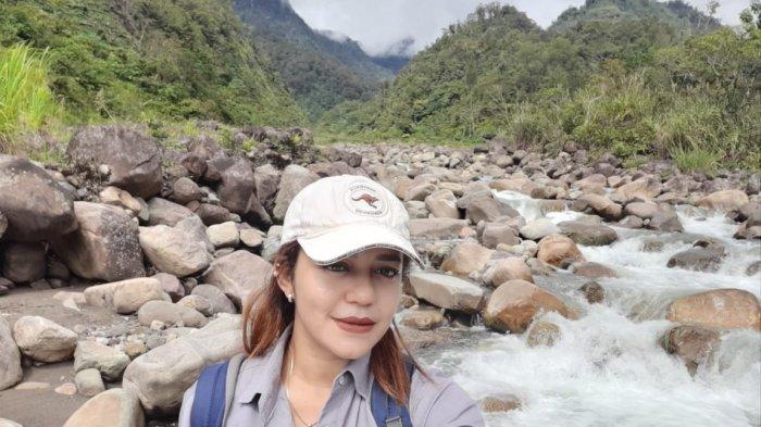 Cerita Dokter di Pedalaman Papua: Mendaki Bukit Terjal hingga Naik Perahu Susun Selama 12 Jam