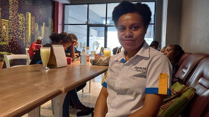 Maria Novela Ulon Mahasiswa Penerima Beasiswa Djarum Indonesia