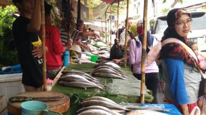 Lapak penjual ikan di wilayah Pasar Besar Kota Malang, Sabtu (10/10/2020).