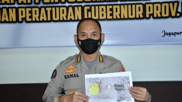 Kabid Humas Polda Papua Kombes Pol ahmad Mustofa Kamal merilis barang bukti yang disita dari anggota KKB bernama Kopengga Enumbi,  anak buah  Lekagak Telenggen, yang tewas ditembak Satgas Nemangkawi. (Humas Polda Papua)
