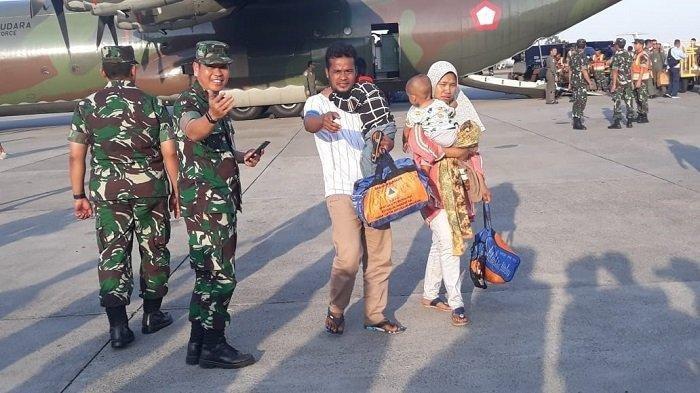 89 Pengungsi Wamena Asal Sumbar Diterbangkan ke Kampung Halaman dengan Pesawat Kemanusiaan
