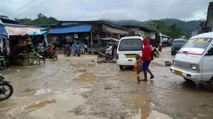 Diguyur Hujan, Pasar Youtefa Jayapura Becek Parah